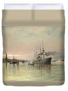 A Liner And Other Shipping Before The Statue Of Liberty Duvet Cover