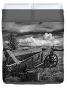 Abandoned Broken Down Frontier Wagon In Black And White Duvet Cover