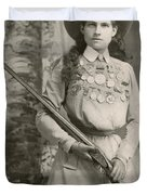 Annie Oakley With A Rifle, 1899 Duvet Cover