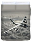 B-47e Stratojet With Contrails Duvet Cover
