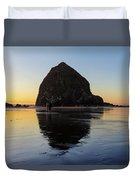 Beachcombers By Haystack Rock In Cannon Beach Duvet Cover