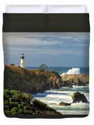 Breaking Waves At Yaquina Head Lighthouse Duvet Cover