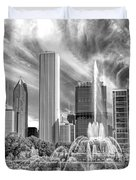 Buckingham Fountain Skyscrapers Black And White Duvet Cover