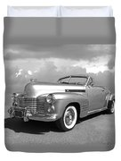 Bygone Era - 1941 Cadillac Convertible In Black And White Duvet Cover