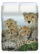 Cheetah And Her Cubs Duvet Cover
