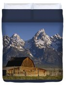 Cunningham Cabin In Front Of Grand Duvet Cover by Pete Oxford
