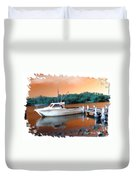 Do-00108 Boat At Sunset Duvet Cover