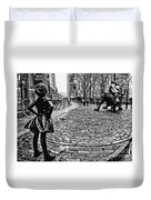 Fearless Girl And Wall Street Bull Statues 3 Bw Duvet Cover