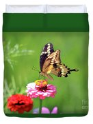 Giant Swallowtail Butterfly On Pink Zinnia Duvet Cover