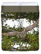 Great Horned Owl Takeoff Duvet Cover