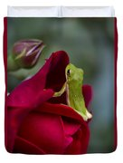 Green Tree Frog And Red Roses Duvet Cover