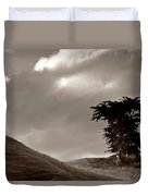 Lone Tree On A New Zealand Hillside Duvet Cover