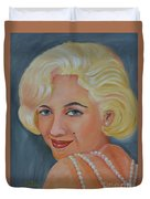 Marilyn Monroe With Pearls Duvet Cover