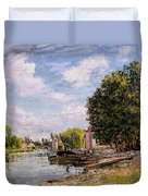Moret-sur-loing Duvet Cover by Alfred Sisley
