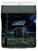 Outhouse In The Moonlight With Flying Crows Duvet Cover
