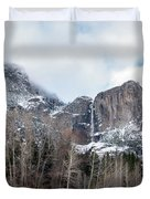 Panoramic View Of Snowed Peaks In Yosemite Park With Snow On The Duvet Cover