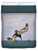 Pelican Diving For Dinner Duvet Cover