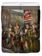 People - People Waiting For The Bus - 1943 Duvet Cover