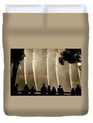 People Watching Fountain At Bellagio Duvet Cover