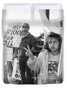 Photography Homage Alfred Eisenstadt Hispanic Girl V For Victory Sign Anti Gulf War Rally Tucson Az Duvet Cover