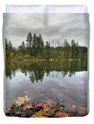 Round Lake At Lacamas Park In Fall Duvet Cover