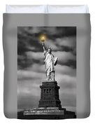 Statue Of Liberty At Dusk Duvet Cover