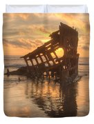 Sun Setting Behind Peter Iredale 0089 Duvet Cover