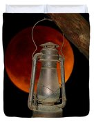 Eerie Light Of An Eclipsed Super-moon Duvet Cover
