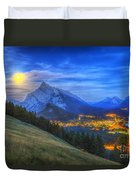 Supermoon Rising Over Mount Rundle Duvet Cover