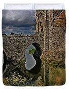 The Gatehouse And Moat At Leeds Castle Duvet Cover