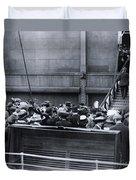 Titanic Rescue Ship Carpathia Arriving In Dock Duvet Cover