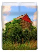 Tobacco Barn On A Rise Duvet Cover