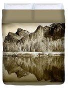 View Of Yosemite Duvet Cover