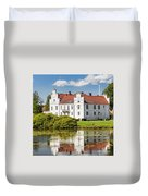 Wanas Slott With Reflection Duvet Cover
