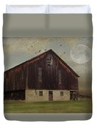 Weathered Barn And Birds Duvet Cover by Stephanie Calhoun