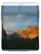 View Of Yosemite Valley From Tunnel View Point At Sunset Duvet Cover