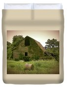 Abandoned Barn And Hay Roll 2018d Duvet Cover