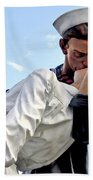 Closeup Nurse And Sailor Kissing Statue Unconditional Surrender Bath Towel