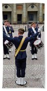 Guards Changing Shifts. Kungliga Slottet.gamla Stan. Stockholm 2 Bath Towel