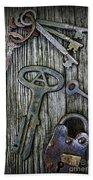 Antique Keys And Padlock Bath Towel