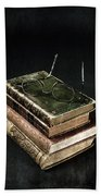 Books With Glasses Bath Towel