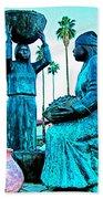 Cahuilla Women Sculpture In Palm Springs-california  Bath Towel