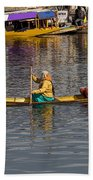 Cartoon - Ladies On A Wooden Boat On The Dal Lake With The Background Of Hoseboats Bath Towel