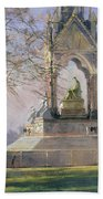 Morning Visitors To The Albert Memorial Oil On Canvas Bath Towel