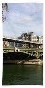 ponte verde a Parigi Bath Towel