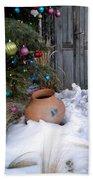 Pottery In Snow At Xmas Bath Towel
