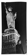Statue Of Liberty On V-e Day Bath Towel
