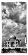 Taj Mahal India In Black And White Bath Towel