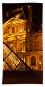 The Louvre At Night Bath Towel