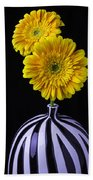 Two Daises In Striped Vase Bath Towel